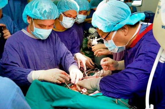 Kỳ tích lấy 6 tạng từ một người chết não ghép cho 5 bệnh nhân cùng lúc ảnh 1