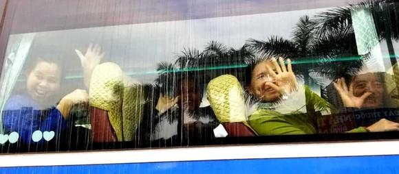 Những chuyến xe đầy ắp nụ cười bệnh nhân ung thư ngày giáp tết ảnh 7