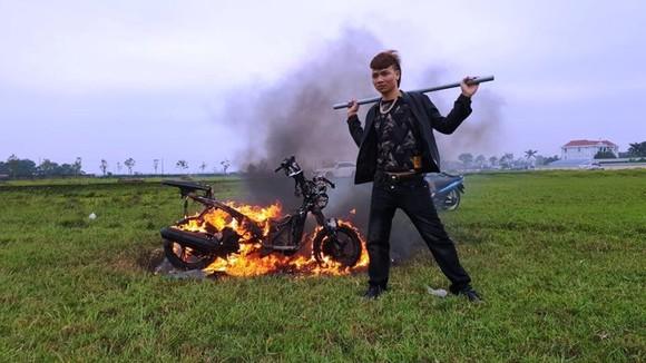 """Hiện tượng mạng """"Khá Bảnh"""" bị xác minh về hành vi đốt xe ảnh 1"""