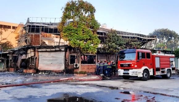 'Bà hỏa' thiêu rụi quán ăn, 4 người thiệt mạng ảnh 1