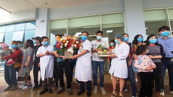 30 công dân Việt Nam từ Vũ Hán về được ra viện sau khi cách ly ảnh 1
