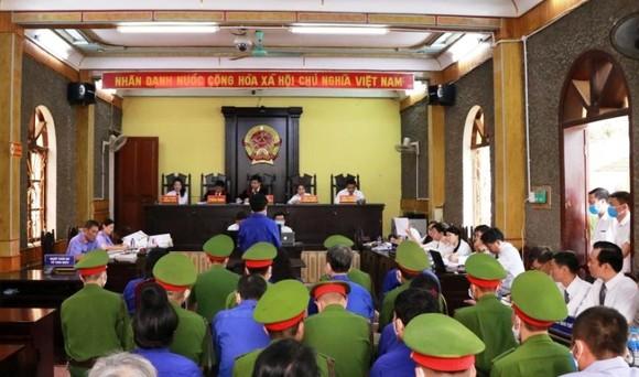 Gian lận điểm thi ở Sơn La- Đề nghị mức án nghiêm khắc với 12 bị cáo ảnh 1