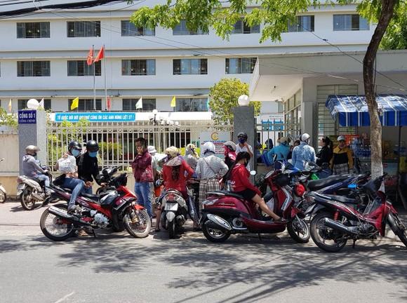 Người đàn ông 57 tuổi ở Đà Nẵng 3 lần dương tính SARS-CoV-2 có tiếp xúc nhiều người ảnh 2