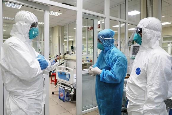 Chủng virus SARS-CoV-2 lây nhanh hơn, 2 bệnh nhân Covid-19 ở Đà Nẵng tiên lượng rất nặng ảnh 1