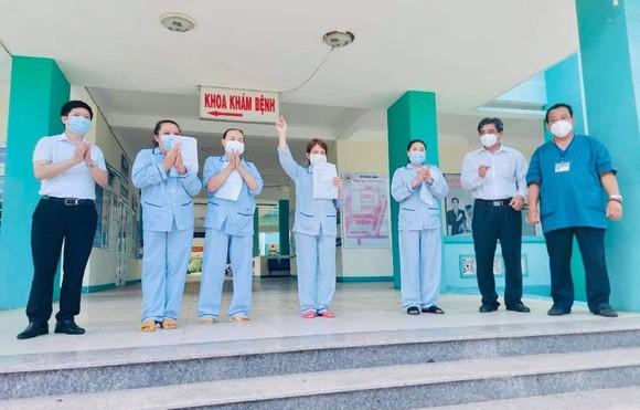 4 bệnh nhân Covid-19 đầu tiên ở Đà Nẵng được công bố khỏi bệnh  ảnh 2
