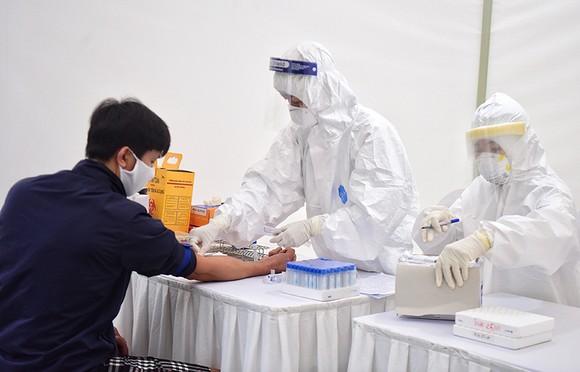 Một nam thanh niên ở Hà Nội tái dương tính SARS-CoV-2 tiếp xúc 25 người ảnh 1