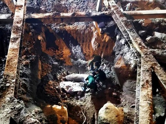 Hà Nội phát hiện bom 'khủng' gần 350kg giữa phố Cửa Bắc  ảnh 1