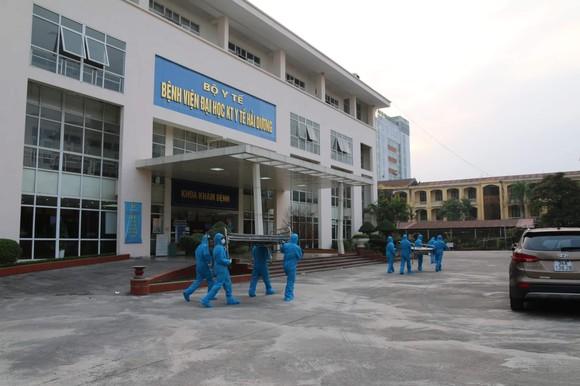 Thần tốc hoàn thành 2 bệnh viện dã chiến điều trị Covid-19 ở Hải Dương  ảnh 1