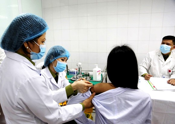 Đề xuất Bộ Y tế phê duyệt thêm 2 vaccine Covid-19 của Mỹ và Nga  ảnh 1