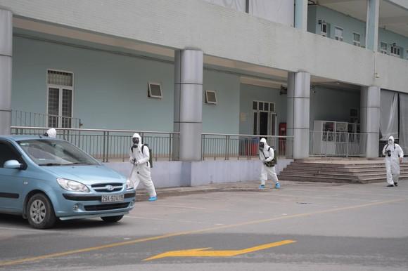 Bộ đội hóa học tiến hành khử khuẩn, tiêu độc ở Bệnh viện K ảnh 4