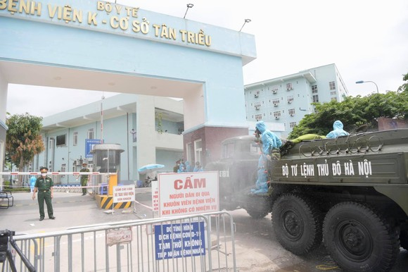Bộ đội hóa học tiến hành khử khuẩn, tiêu độc ở Bệnh viện K ảnh 2