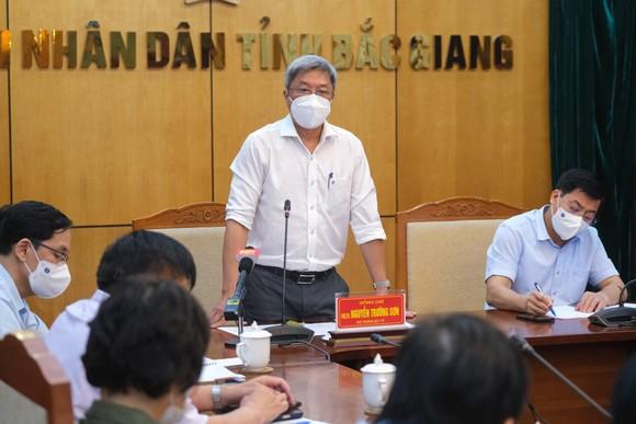 Bộ Y tế khẩn cấp hỗ trợ Bắc Giang dập dịch đang bùng phát ở khu công nghiệp ảnh 1