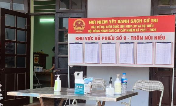 """""""Tâm dịch"""" Bắc Giang, người dân lạc quan đi bỏ phiếu ảnh 3"""