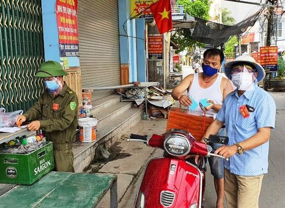 """""""Tâm dịch"""" Bắc Giang, người dân lạc quan đi bỏ phiếu ảnh 5"""
