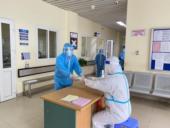 Hơn 700 cử tri trong Bệnh viện Bệnh Nhiệt đới Trung ương đã đi bỏ phiếu ảnh 2