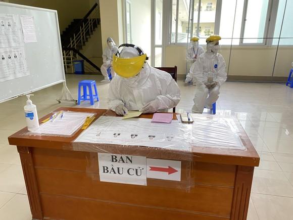 Hơn 700 cử tri trong Bệnh viện Bệnh Nhiệt đới Trung ương đã đi bỏ phiếu ảnh 3