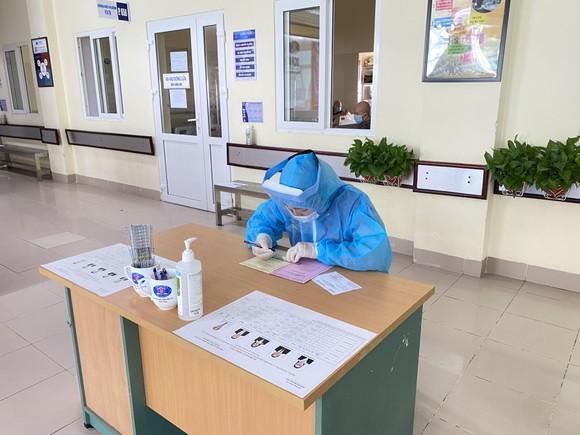 Hơn 700 cử tri trong Bệnh viện Bệnh Nhiệt đới Trung ương đã đi bỏ phiếu ảnh 4