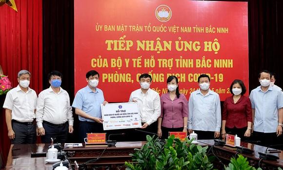 Bộ trưởng Bộ Y tế kêu gọi cả nước chung tay hỗ trợ Bắc Giang và Bắc Ninh chống dịch  ảnh 1