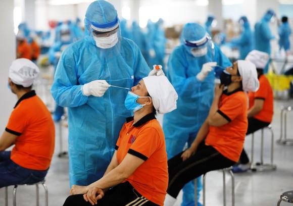 Bộ trưởng Bộ Y tế: Rất nguy hiểm nếu không dập được dịch ở Bắc Giang  ảnh 2