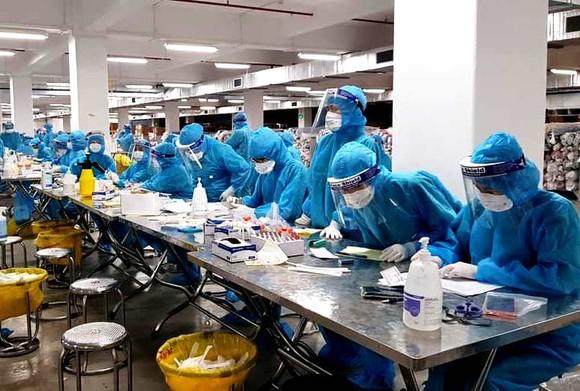 'Điểm nóng' Bắc Giang có hơn 5.300 người mắc Covid-19, thêm 28 cán bộ y tế thành F0 ảnh 2