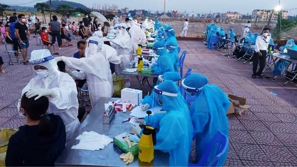 'Điểm nóng' Bắc Giang có hơn 5.300 người mắc Covid-19, thêm 28 cán bộ y tế thành F0 ảnh 1