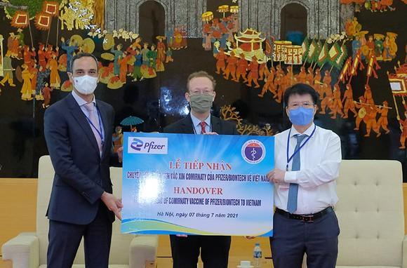 Hơn 97.000 liều vaccine Covid-19 của Pfizer/BioNtech đã tới Việt Nam ảnh 3
