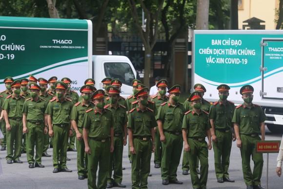 Thủ tướng Phạm Minh Chính: Không để ai đứng ngoài cuộc tiếp cận vaccine Covid-19 ảnh 3