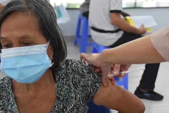Bộ Y tế hỗ trợ tối đa để TPHCM tăng tốc tiêm chủng vaccine Covid-19 cho người dân ảnh 1