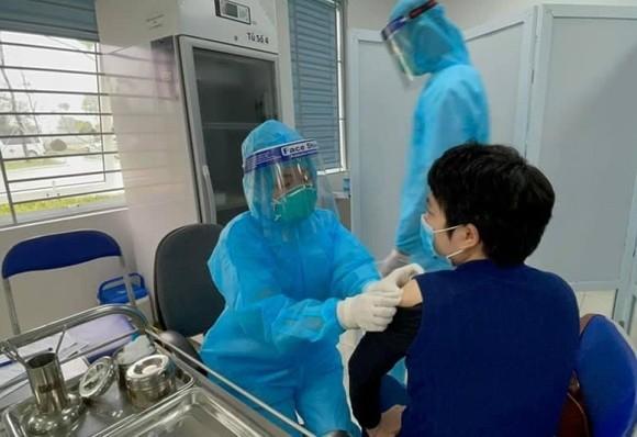 Bộ Y tế lưu ý những vấn đề cần theo dõi sức khỏe sau tiêm vaccine Covid-19 ảnh 1