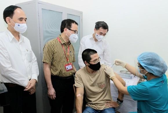 Tiêm thử nghiệm vaccine ARCT-154 công nghệ Mỹ sản  xuất ở Việt Nam ảnh 1