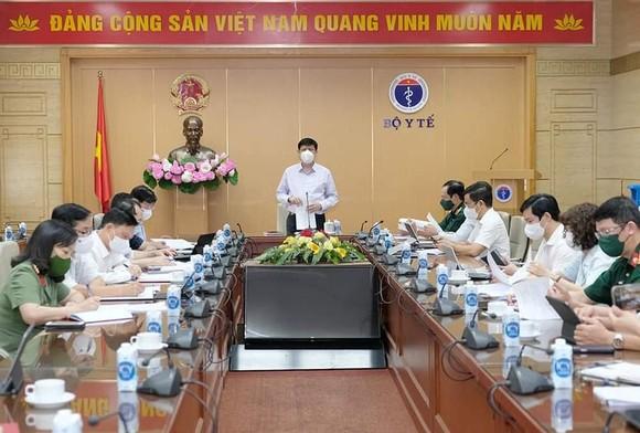 Bộ trưởng Y tế đề nghị tiếp tục cử bộ đội tới hỗ trợ Tiền Giang, Kiên Giang chống dịch ảnh 1