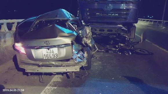 2 ô tô đối đầu khiến 2 người chết, 3 người nguy kịch trên đường dẫn hầm Hải Vân ảnh 1