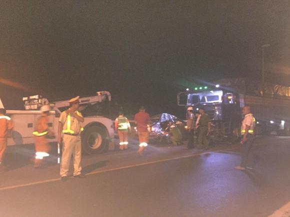 2 ô tô đối đầu khiến 2 người chết, 3 người nguy kịch trên đường dẫn hầm Hải Vân ảnh 2
