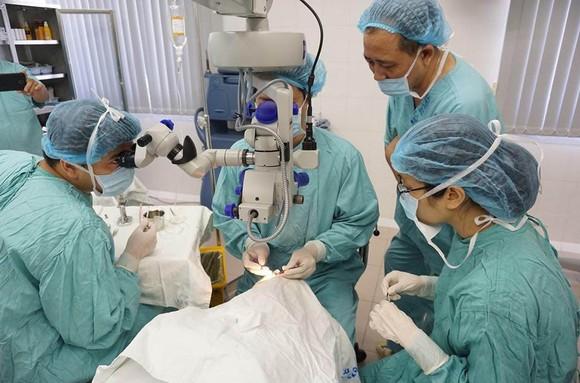 Nhiều y, bác sĩ Bệnh viện Trung ương Huế tự nguyện hiến tạng sau khi qua đời ảnh 1