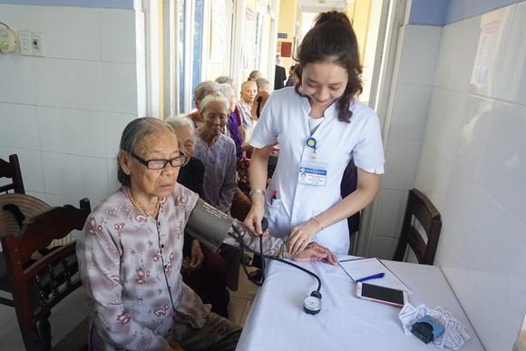 Khám chữa bệnh miễn phí cho 2.500 người nghèo Thừa Thiên – Huế và Quảng Trị ảnh 2