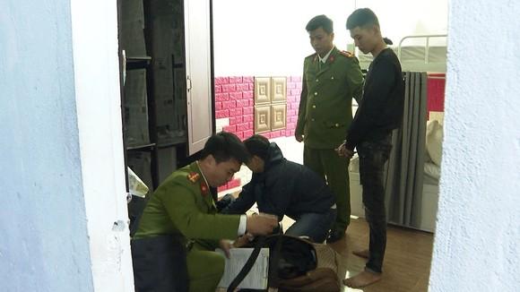 Thừa Thiên - Huế bắt nhóm cho vay lãi suất 120%/năm ảnh 1