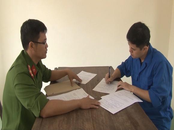 Vụ bác sĩ hiếp dâm nữ điều dưỡng tại Huế: Khởi tố Lê Quang Huy Phương tội bắt giữ người trái phép ảnh 1
