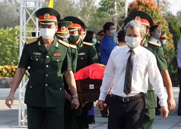 Truy điệu và an táng 15 hài cốt quân tình nguyện Việt Nam hy sinh tại Lào ảnh 1