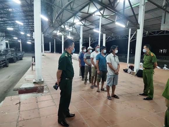 Phát hiện nhóm người đi bộ ven biển từ Đà Nẵng ra Lăng Cô để trốn cách ly ảnh 1