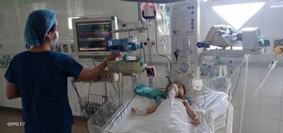 Lần đầu phẫu thuật Hybrid cho bệnh nhi bị tim bẩm sinh phức tạp ở Việt Nam ảnh 2
