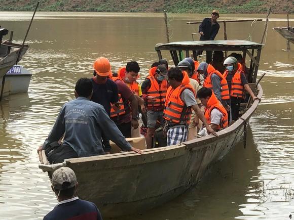 19 người mắc kẹt tại thủy điện Rào Trăng 4 đã được giải cứu thành công