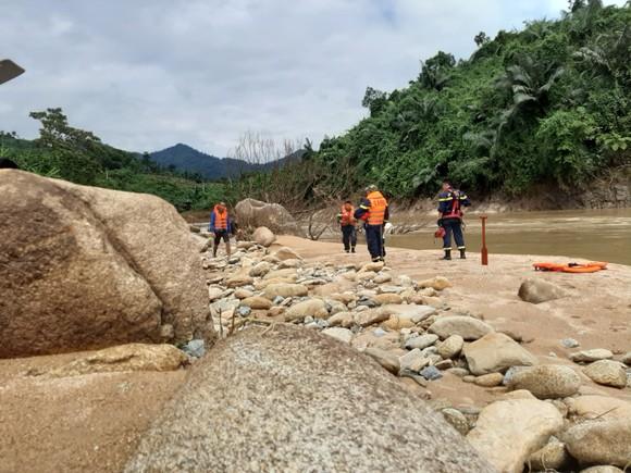 Công an tỉnh Thừa Thiên - Huế nỗ lực tìm kiếm các nạn nhân mất tích tại khu vực thủy điện Rào Trăng 3 