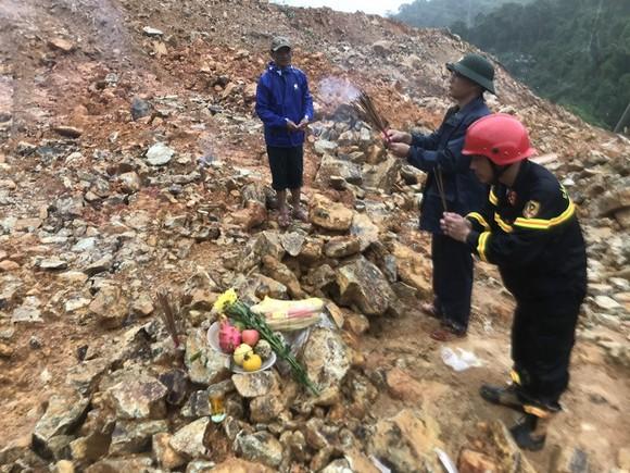 Vụ sạt lở tại Thủy điện Rào Trăng 3: Sau một tuần ứng cứu vẫn còn 15 người mất tích ảnh 11