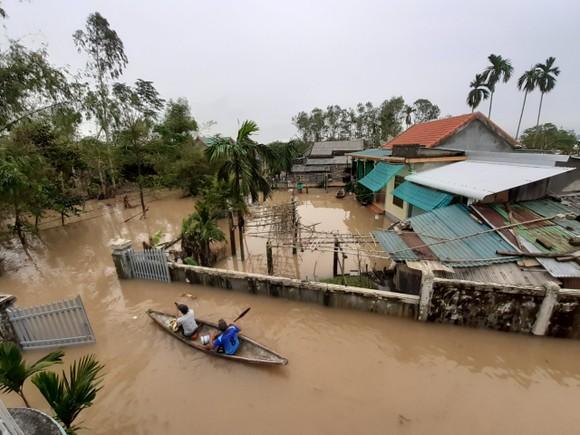 Nhiều khu dân cư Thừa Thiên – Huế trắng xóa trong lũ ảnh 7