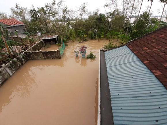 Nhiều khu dân cư Thừa Thiên – Huế trắng xóa trong lũ ảnh 2