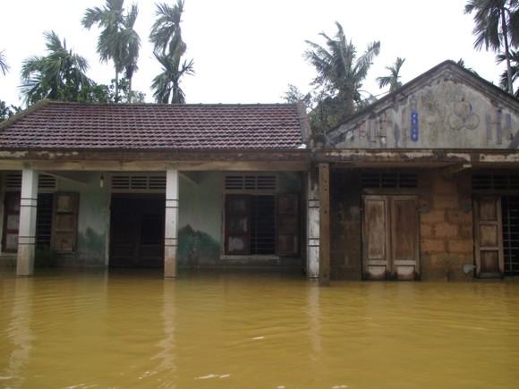 Nhiều khu dân cư Thừa Thiên – Huế trắng xóa trong lũ ảnh 9