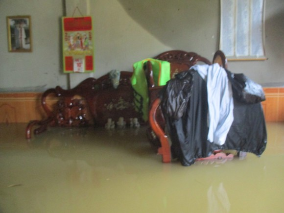 Nhiều khu dân cư Thừa Thiên – Huế trắng xóa trong lũ ảnh 13