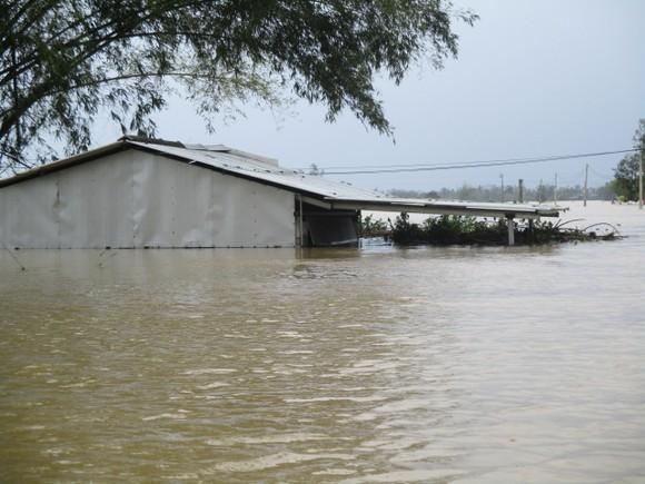 Nhiều khu dân cư Thừa Thiên – Huế trắng xóa trong lũ ảnh 11