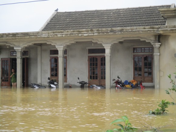 Nhiều khu dân cư Thừa Thiên – Huế trắng xóa trong lũ ảnh 14