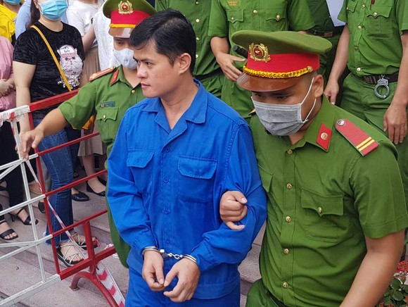 Bác sĩ hiếp dâm điều dưỡng tại Huế lãnh án 6 năm 8 tháng tù giam ảnh 1